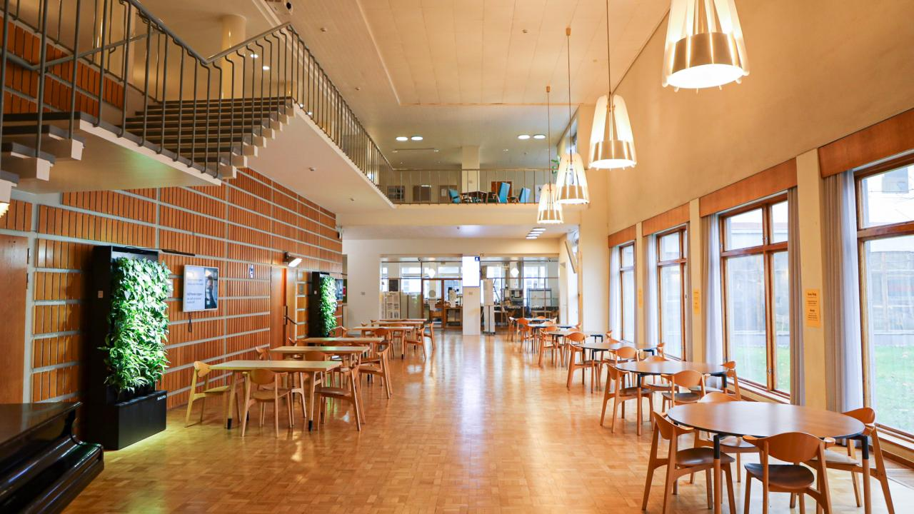 Hanken's foyer: tables and a staircase going up to the second floor.